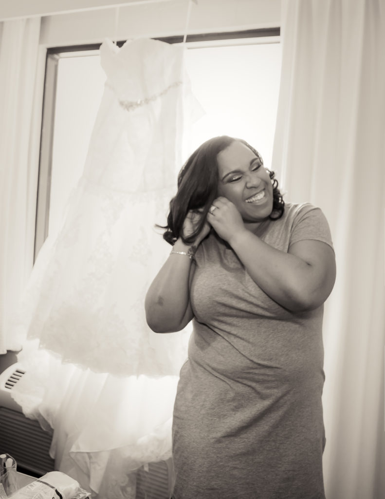 Bride Getting Ready | Jen & Chuck Photography | Gulfport Wedding Photographers
