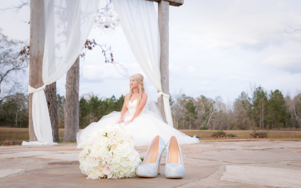 bouquet bride and shoes